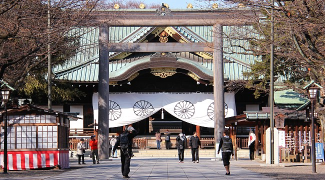 Abe sends ritual offering to Yasukuni during autumn festival