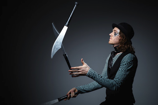 The Art of Knife Catching